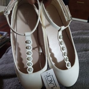 The Childrens Place Patent Faux Pearl Flats Sz.3